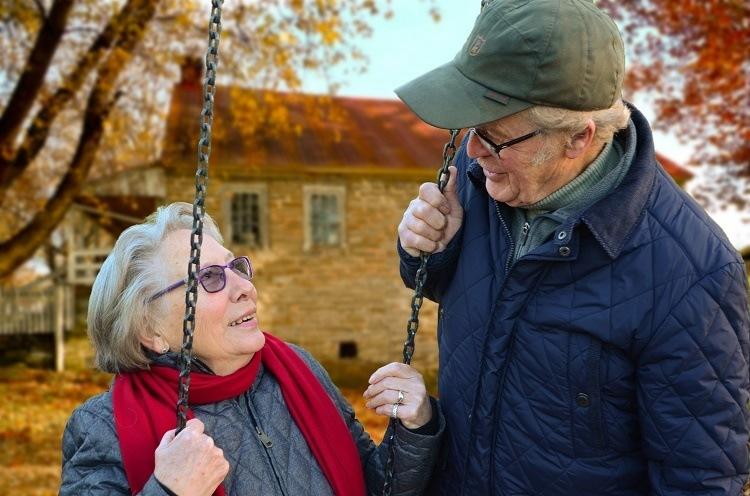 Hörgerät Senioren Schwerhörigkeit