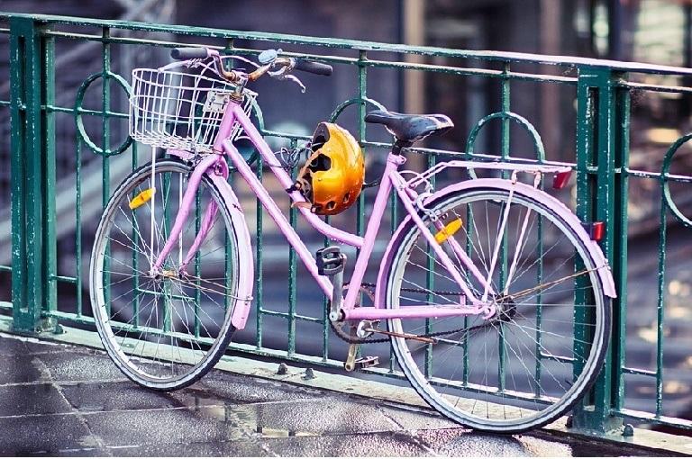 Seniorenfahrrad-Radfahren im Alter-Schutz